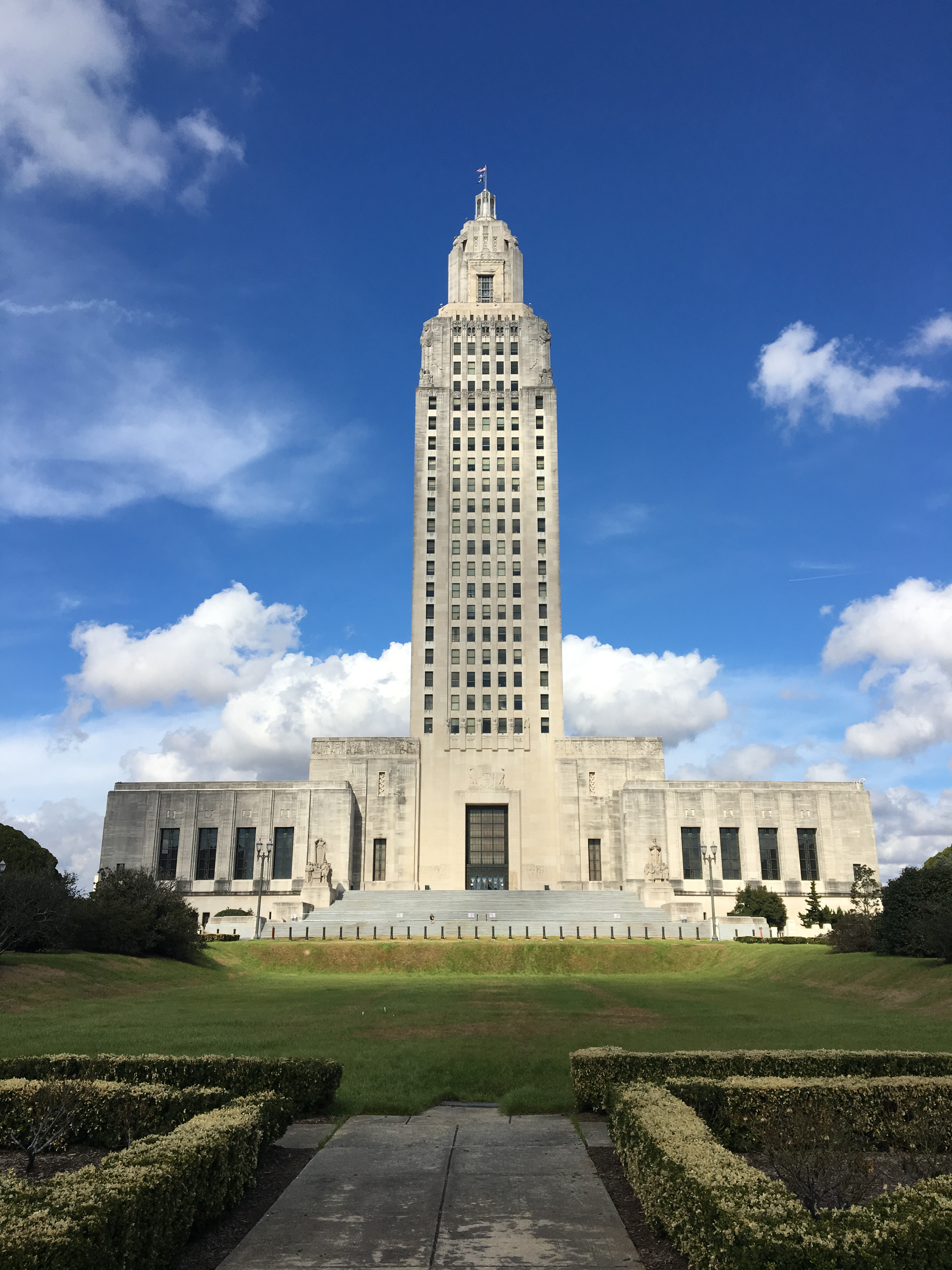 Louisiana state 23 runner ramblings this building replaced the old louisiana state capitol building which housed the louisiana state legislature from the mid 19th century until the current sciox Choice Image